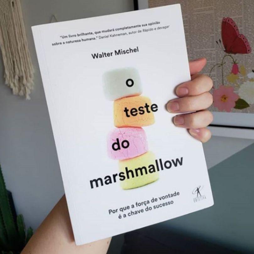 """Capa do livro de Walter Mischel """"O Teste do Marshmallow - Por que a força de vontade é a chave do sucesso"""""""