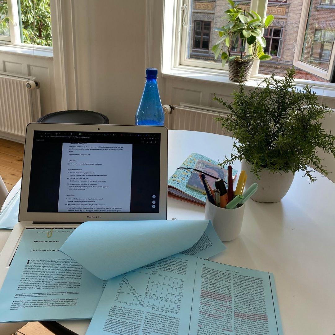 Papers e notebook: estudando economia